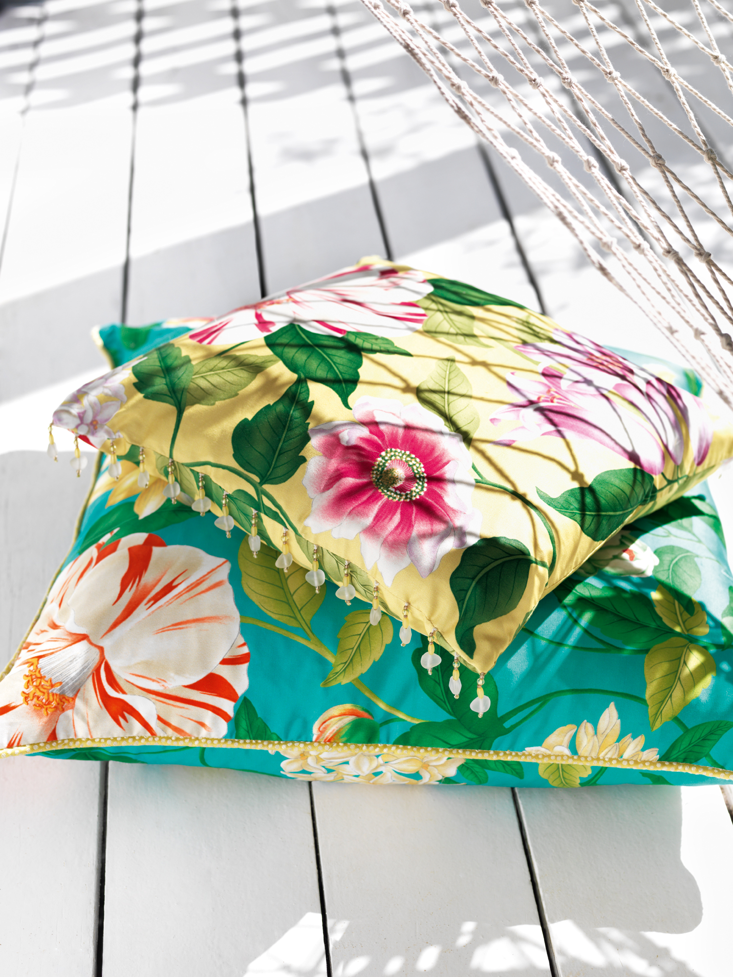 Floreanna-Fabric-Cushion-Detail_lr
